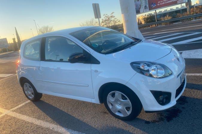 Alquiler barato de Renault Twingo cerca de 28047 Madrid.
