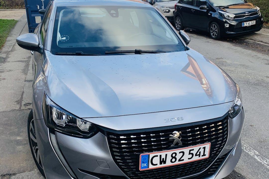 Billig billeje af Peugeot 208 med GPS nær 4600 Køge.