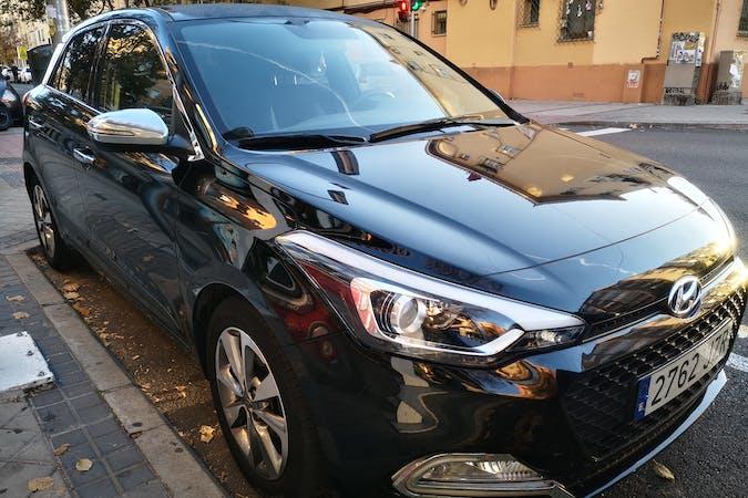 Alquiler barato de Hyundai I20 con equipamiento GPS cerca de 28025 Madrid.