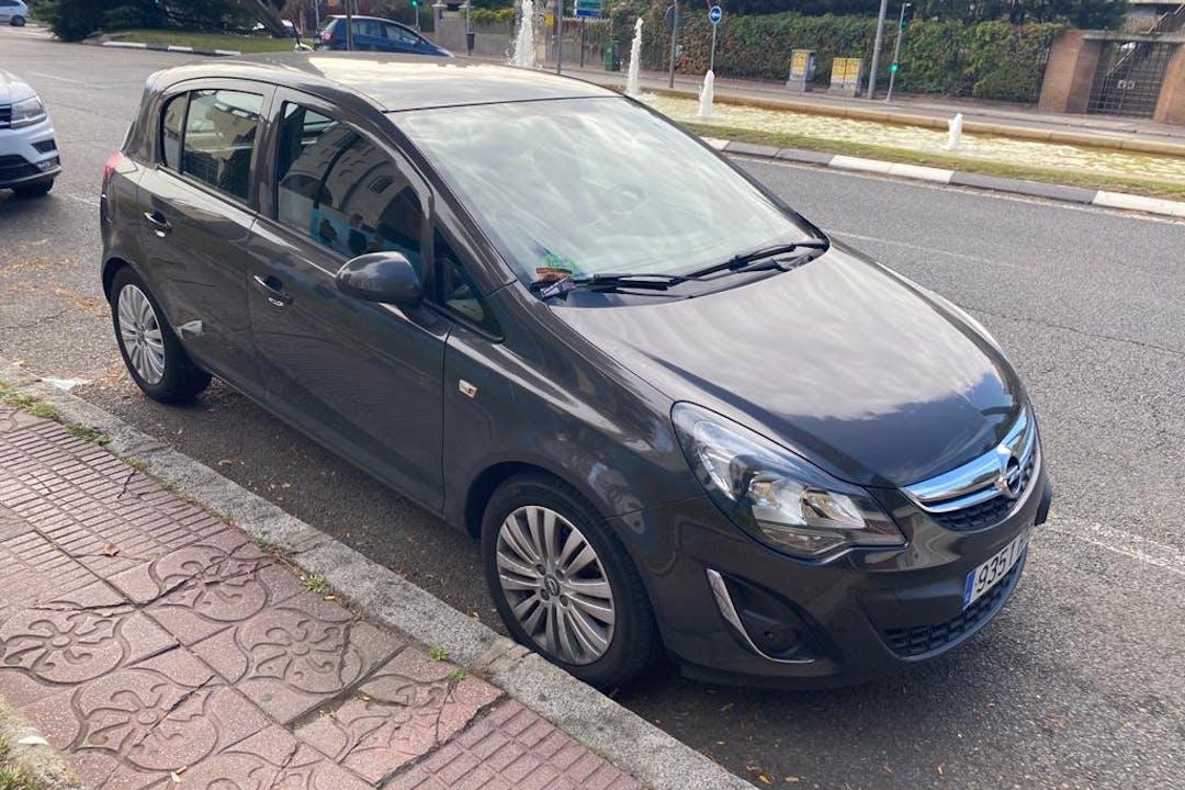 Alquiler barato de Opel Corsa 1.4 100 Color Edition cerca de 28033 Madrid.