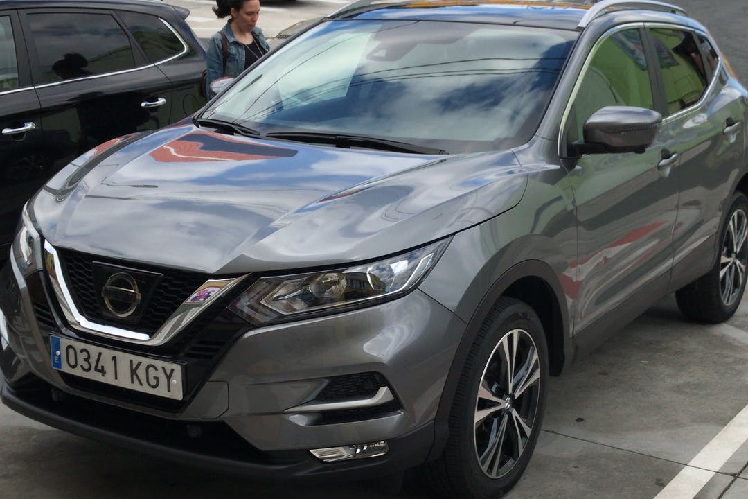 Alquiler barato de Nissan Qashqai con equipamiento GPS cerca de 15008 A Coruña.