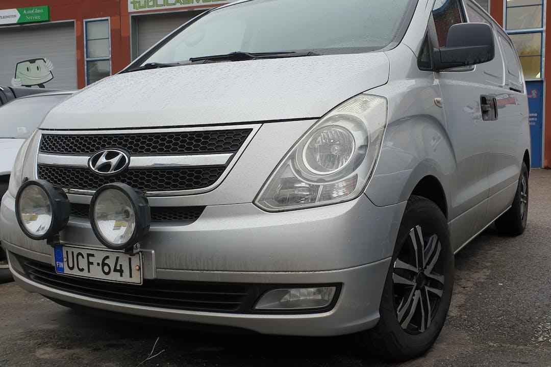 Hyundai H-1n halpa vuokraus Vetokoukkun kanssa lähellä 02770 Espoo.