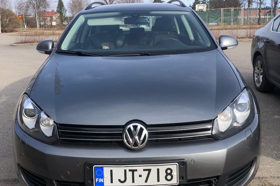 Volkswagen Golfn halpa vuokraus Isofix-kiinnikkeetn kanssa lähellä 02360 Espoo.