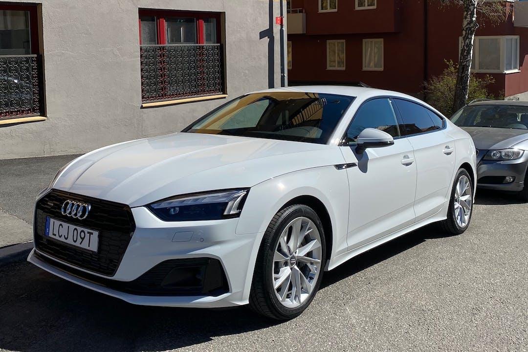 Billig biluthyrning av Audi A5 med Isofix i närheten av 113 49 Norrmalm.