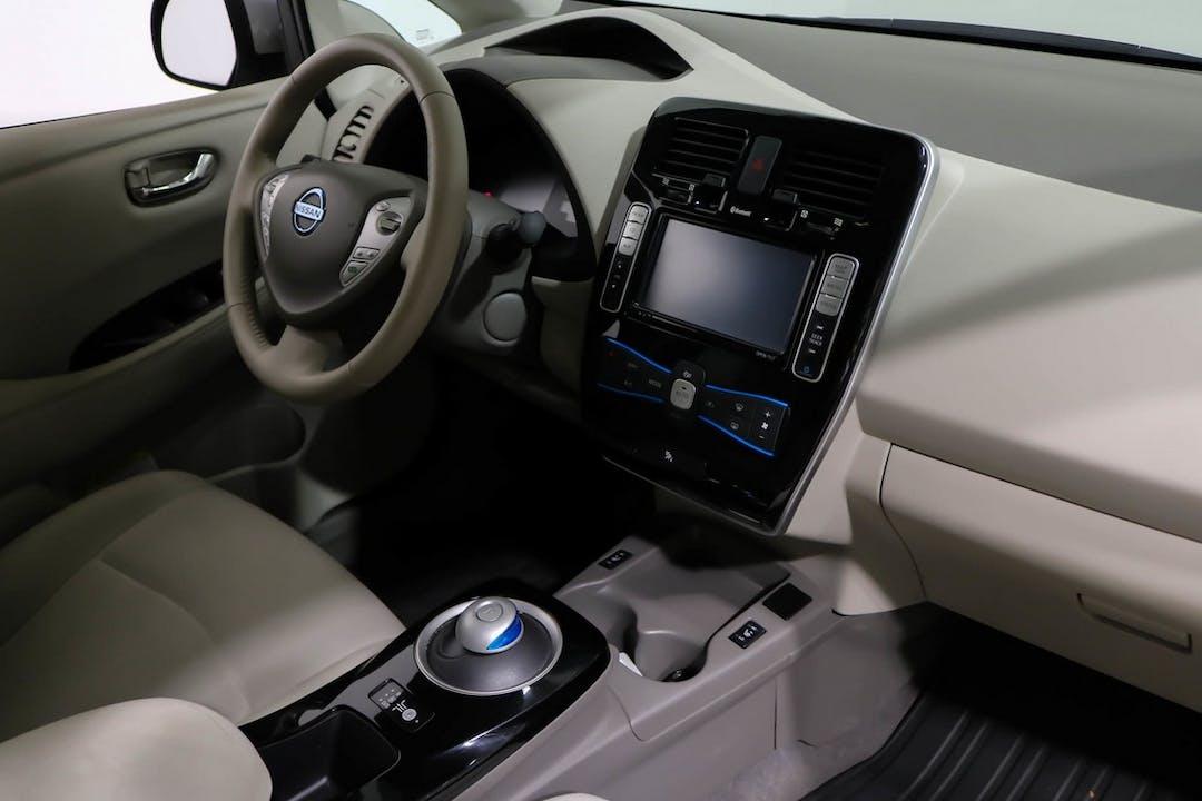 Nissan LEAFn halpa vuokraus GPSn kanssa lähellä 02620 Espoo.