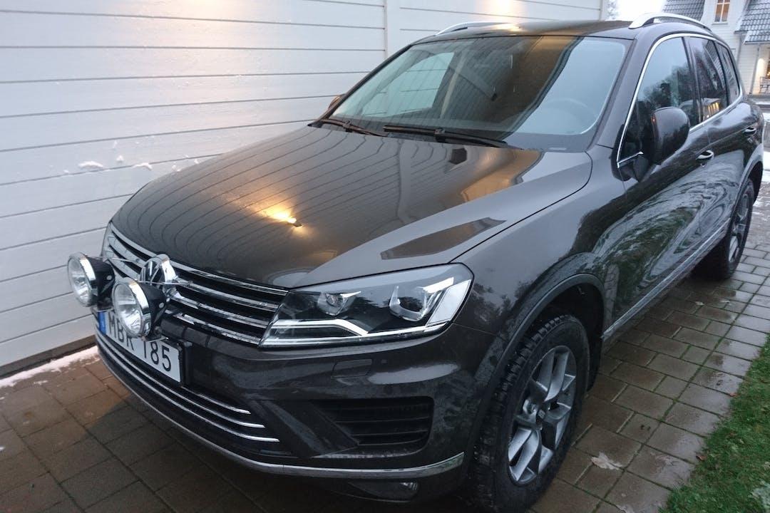 Billig biluthyrning av Volkswagen Touareg med Isofix i närheten av  Linköping S.