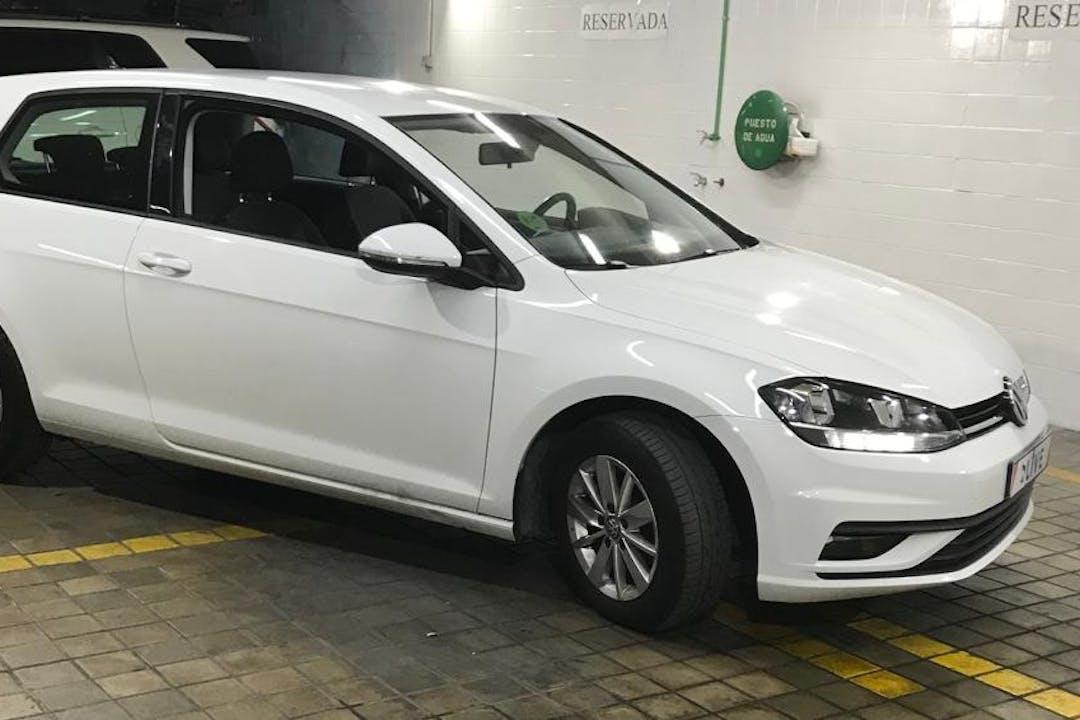 Alquiler barato de Volkswagen Golf cerca de 28006 Madrid.