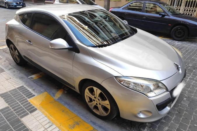 Alquiler barato de Renault Megane Coupe cerca de 46013 València.