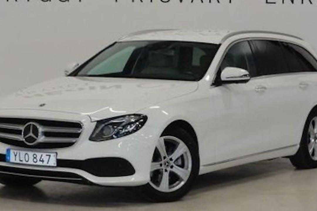 Billig biluthyrning av Mercedes E-Class i närheten av 113 41 Norrmalm.