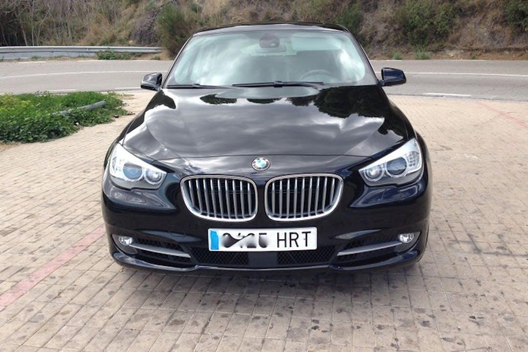 Alquiler barato de BMW Serie 5 con equipamiento GPS cerca de 08015 Barcelona.