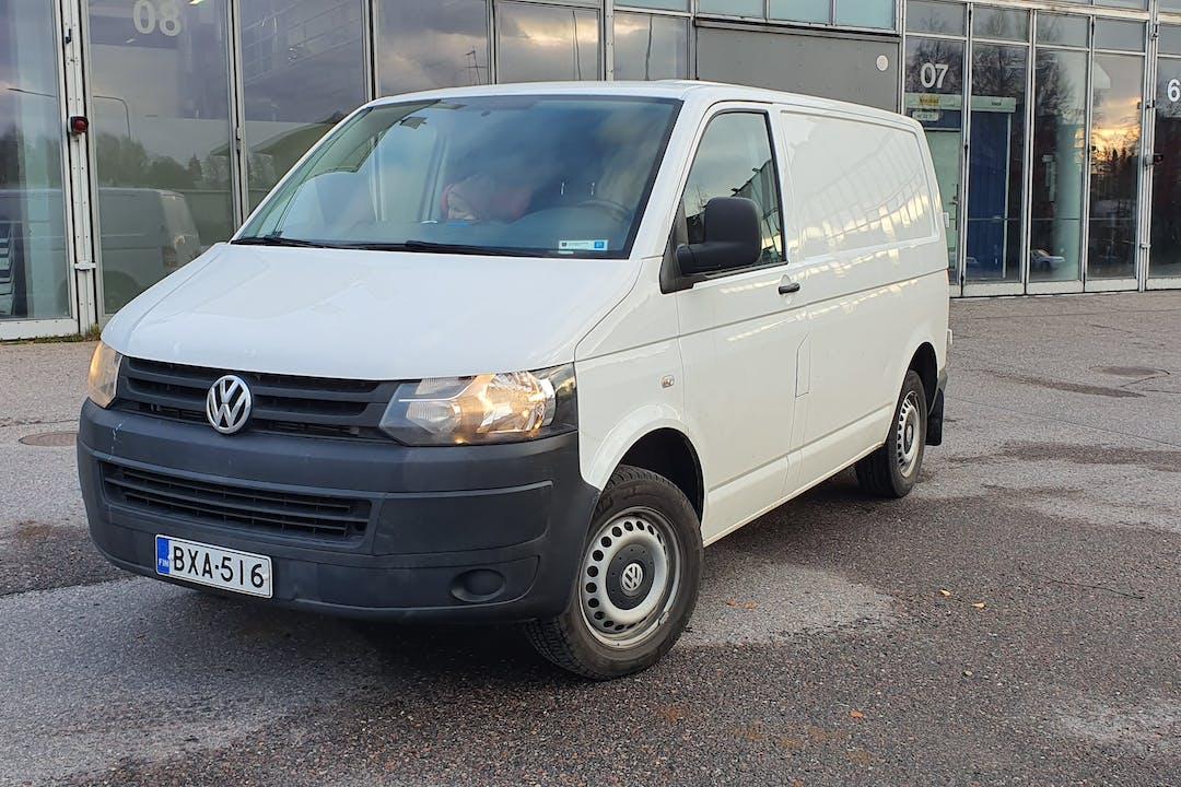 Volkswagen Transportern halpa vuokraus Vetokoukkun kanssa lähellä 00950 Helsinki.