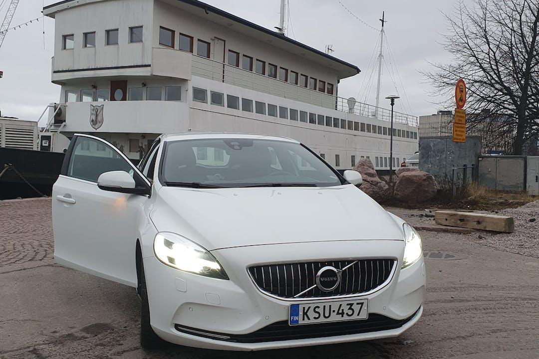 Volvo V40n halpa vuokraus Isofix-kiinnikkeetn kanssa lähellä 00120 Helsinki.