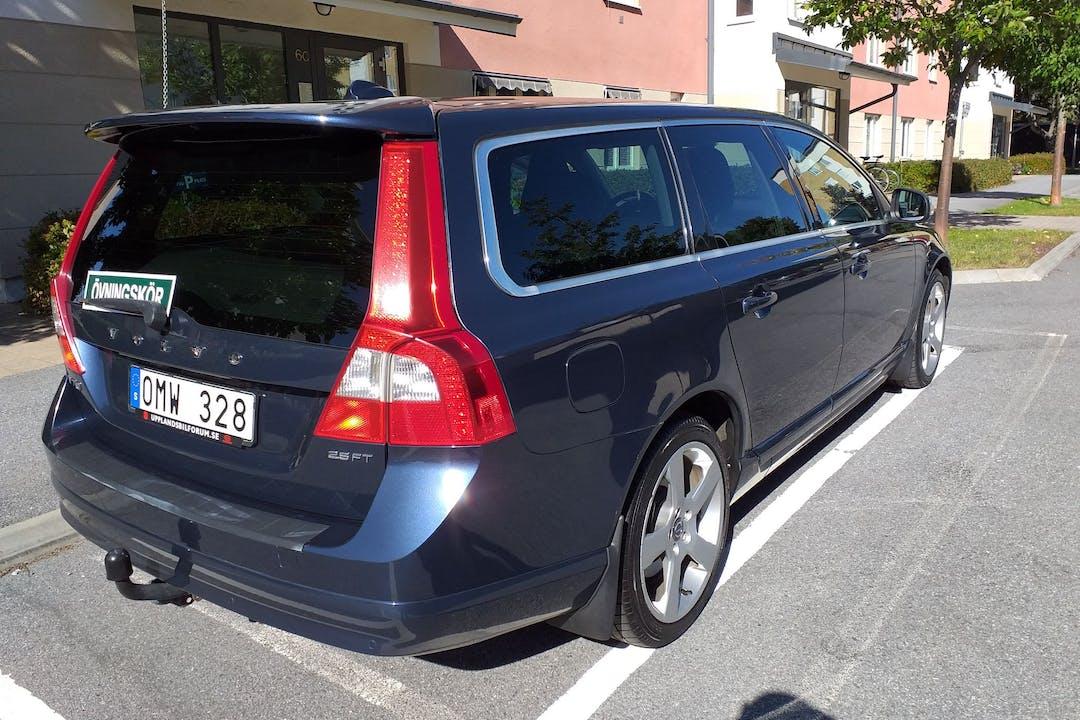 Billig biluthyrning av Volvo V70 i närheten av 753 40 .