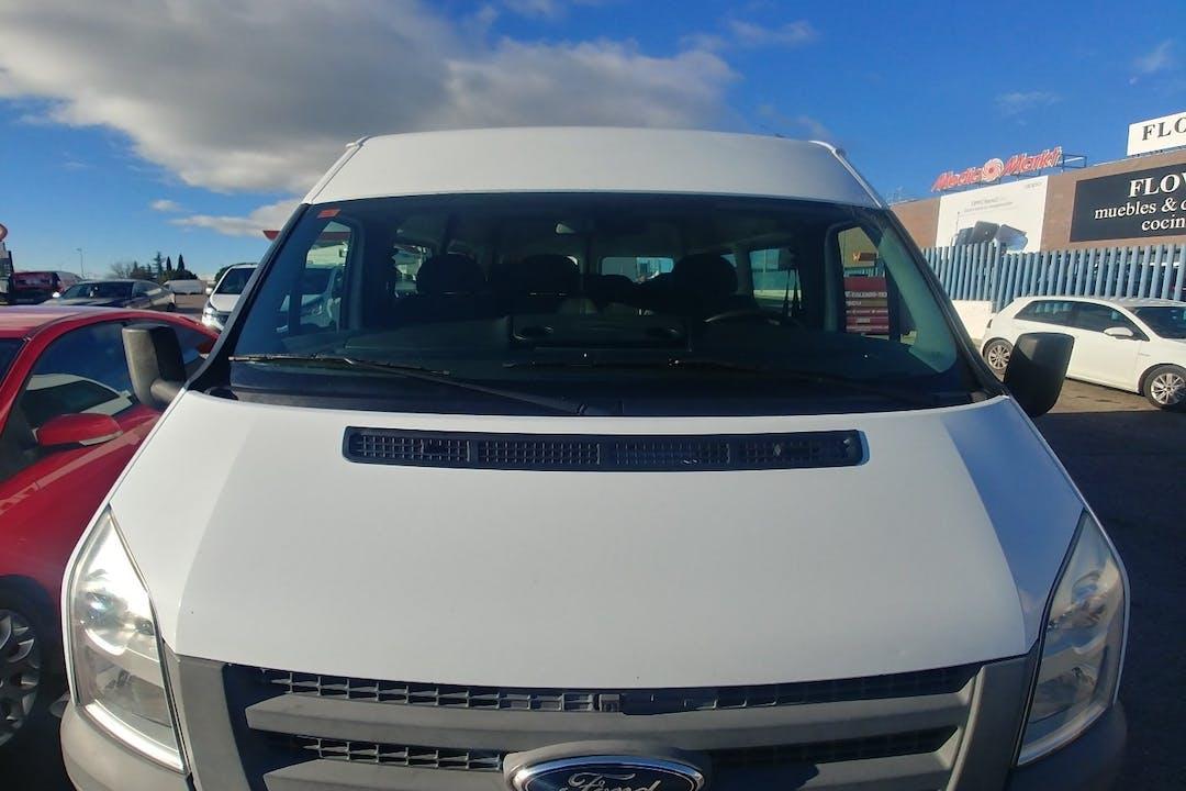 Alquiler barato de Ford Transit con equipamiento Bola de remolque cerca de 28041 Madrid.