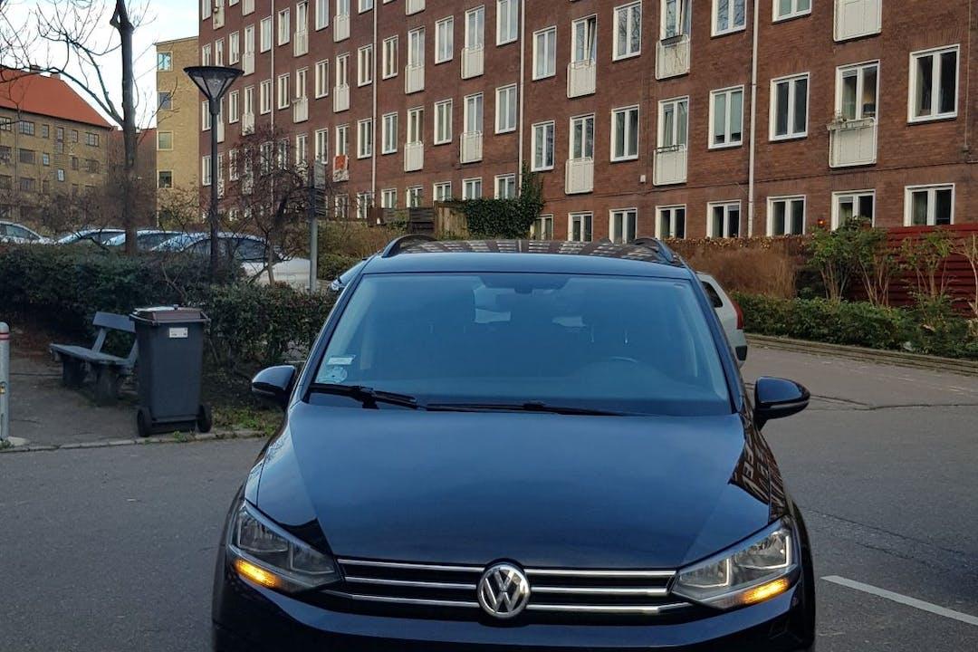 Billig billeje af Volkswagen Touran med Bluetooth nær 2400 København.