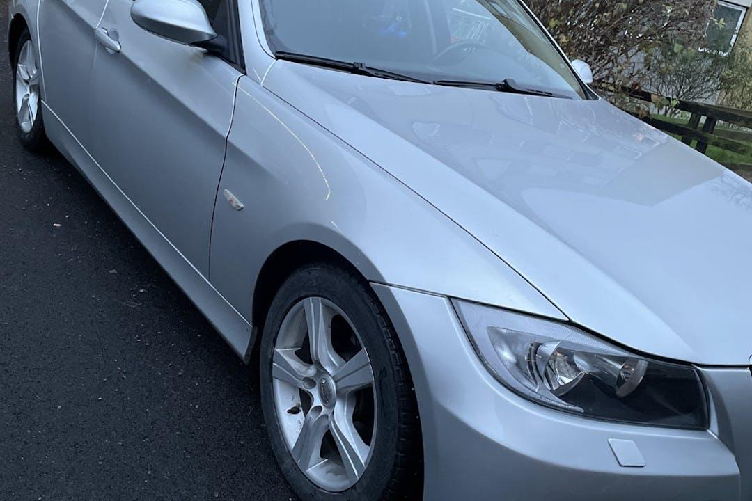 Billig biluthyrning av BMW 3 Series i närheten av  Ryd.
