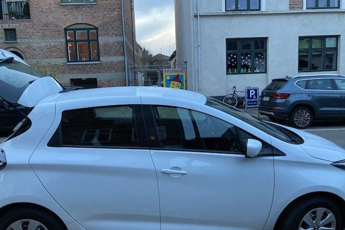 Billig billeje af Renault Zoe med Bluetooth nær 2700 København.
