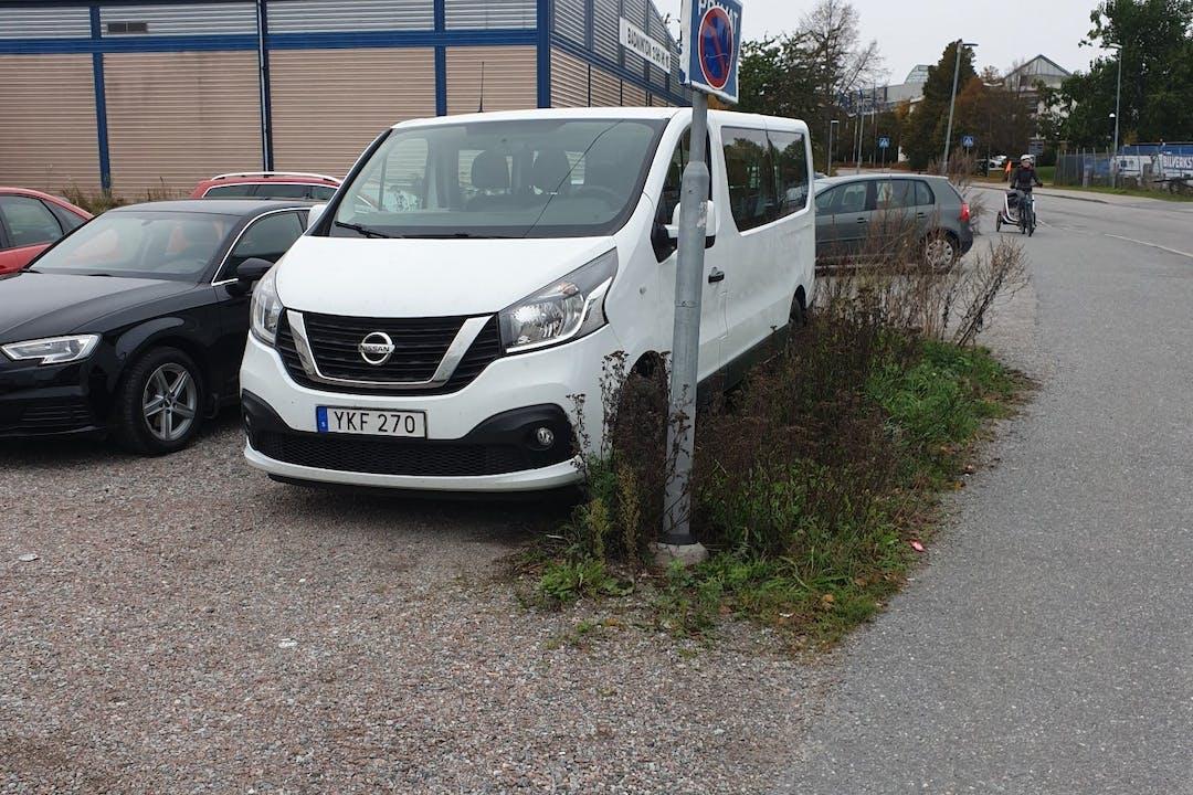 Billig biluthyrning av Opel VIVARO med Bluetooth i närheten av 169 67 Hagalund.