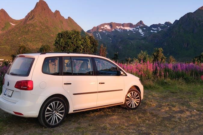 Volkswagen Tourann lalpa vuokraus lähellä 02230 Espoo.