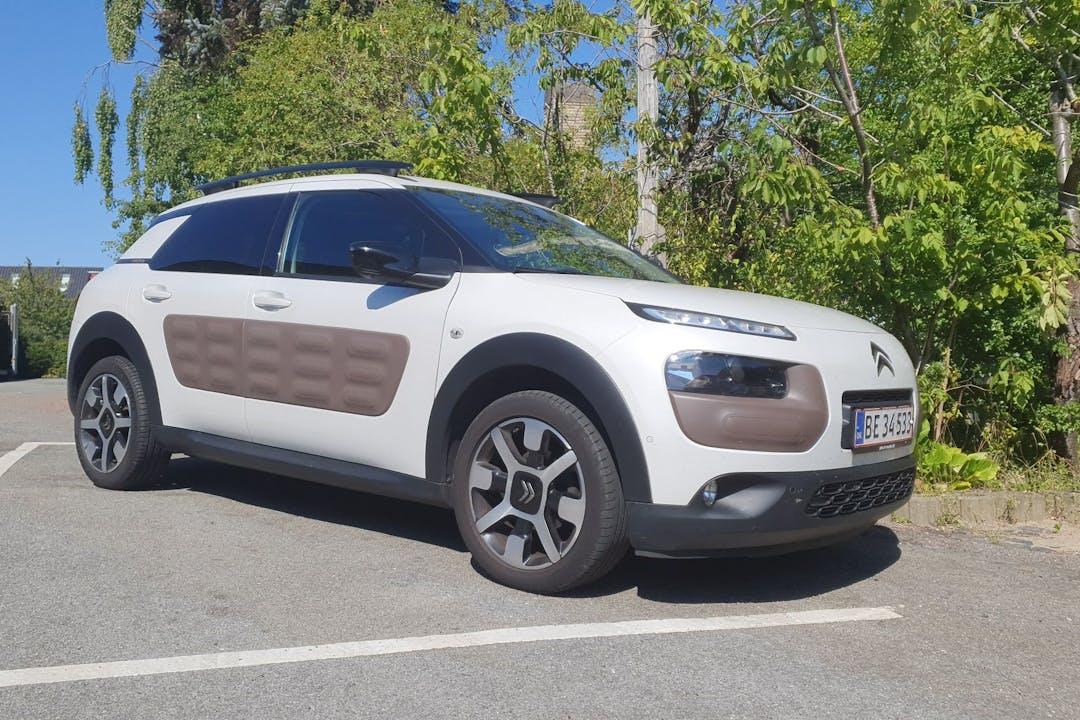Billig billeje af Citroën C4 Cactus med GPS nær  .