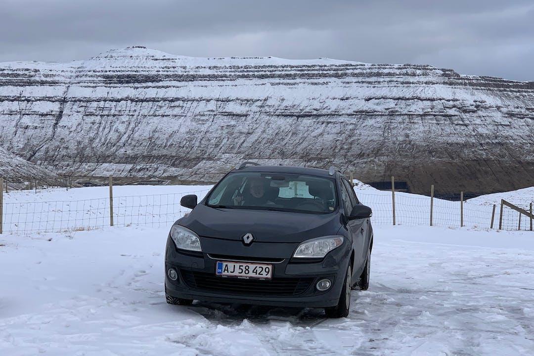 Billig billeje af Renault Megane med GPS nær 3480 Fredensborg.