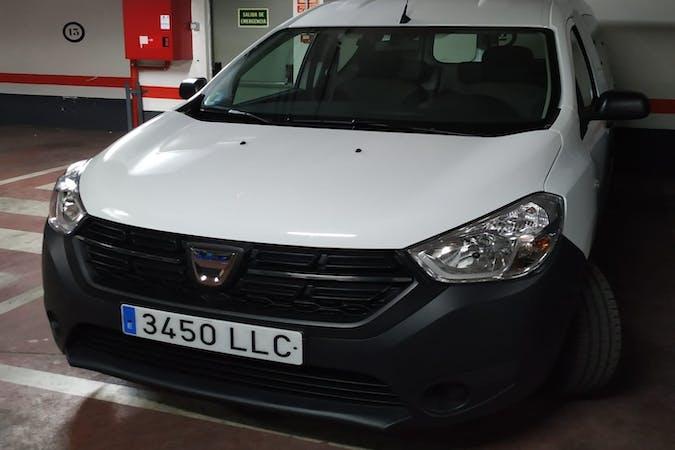 Alquiler barato de Dacia Dokker con equipamiento Fijaciones Isofix cerca de 28006 Madrid.