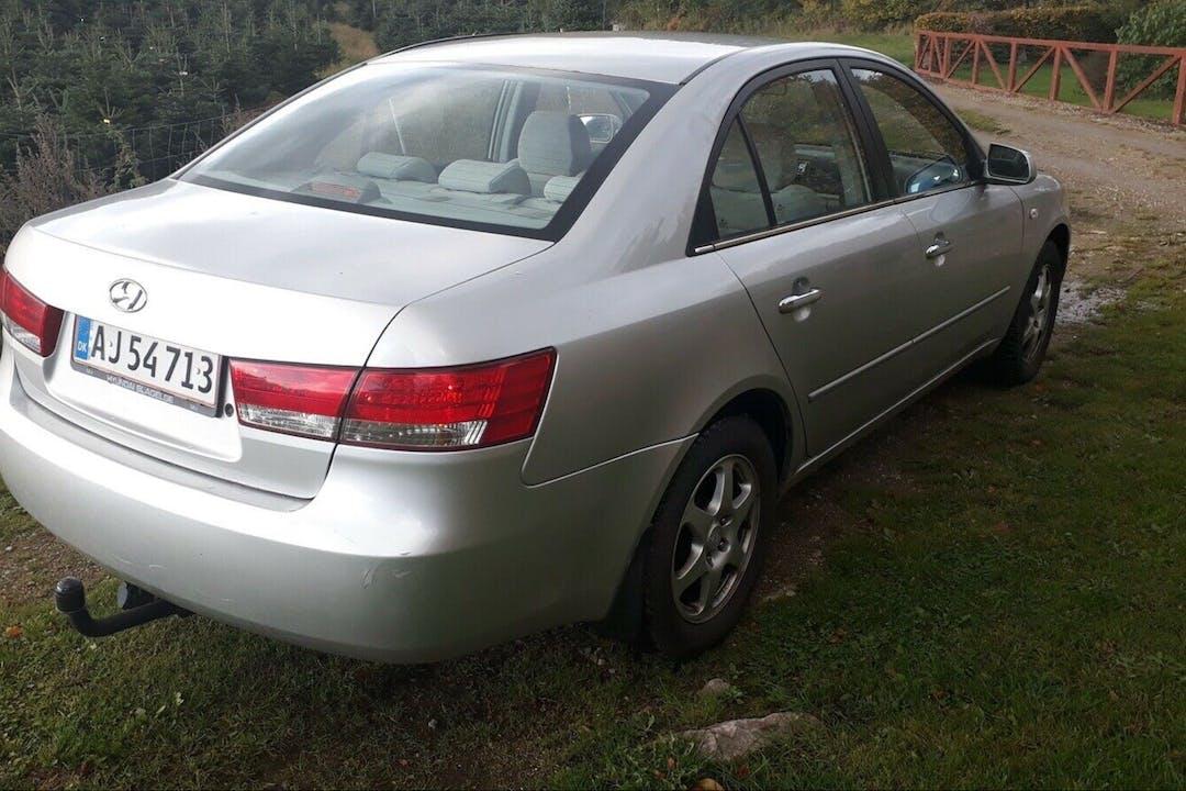 Billig billeje af Hyundai Sonata nær 2990 Nivå.