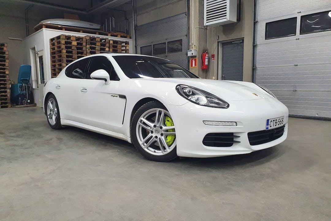 Porsche Panameran halpa vuokraus GPSn kanssa lähellä 13100 Hämeenlinna.