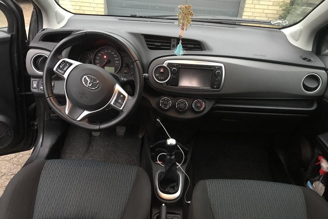 Billig billeje af Toyota Yaris nær 2450 København.