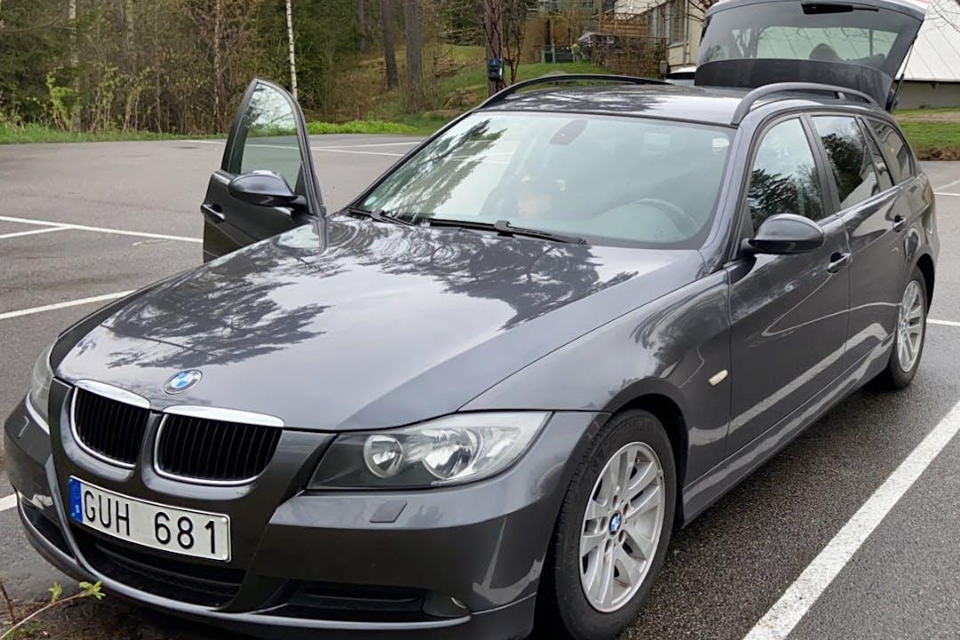 Billig biluthyrning av BMW 3 Series med Isofix i närheten av 504 70 Byttorp.