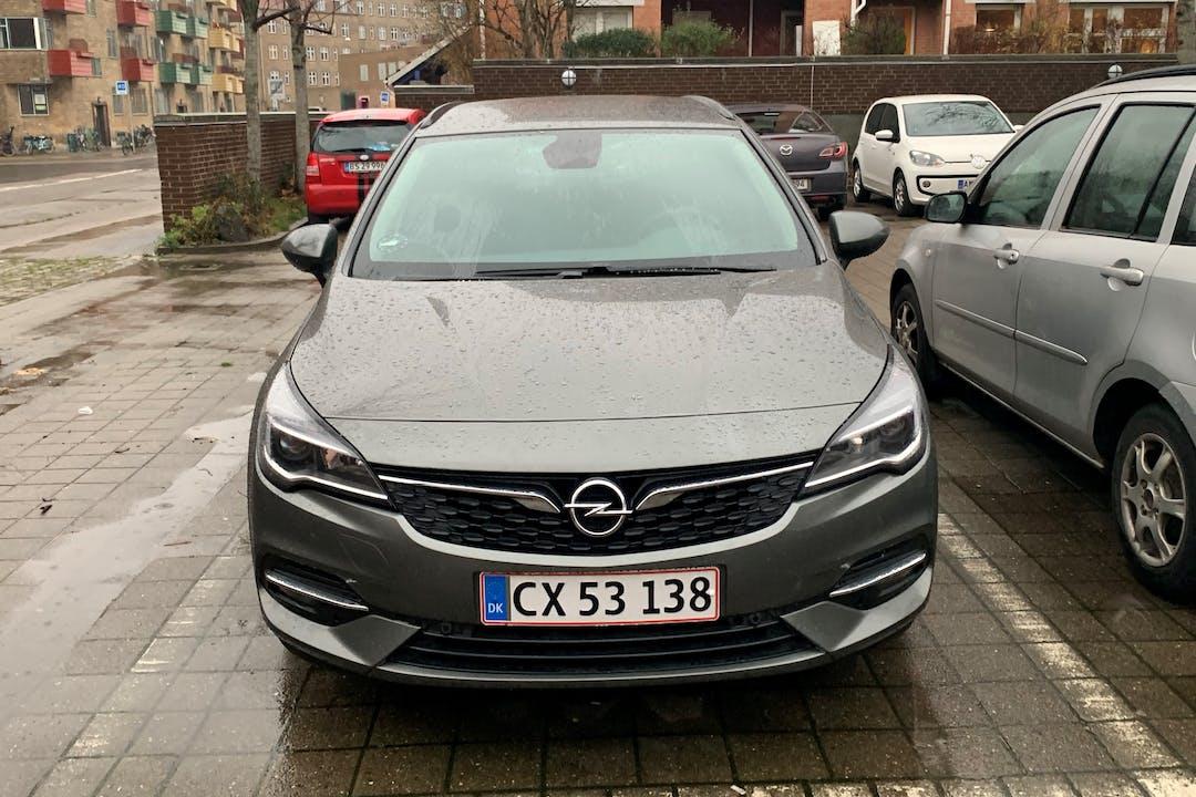 Billig billeje af Opel Astra med GPS nær 2200 København.