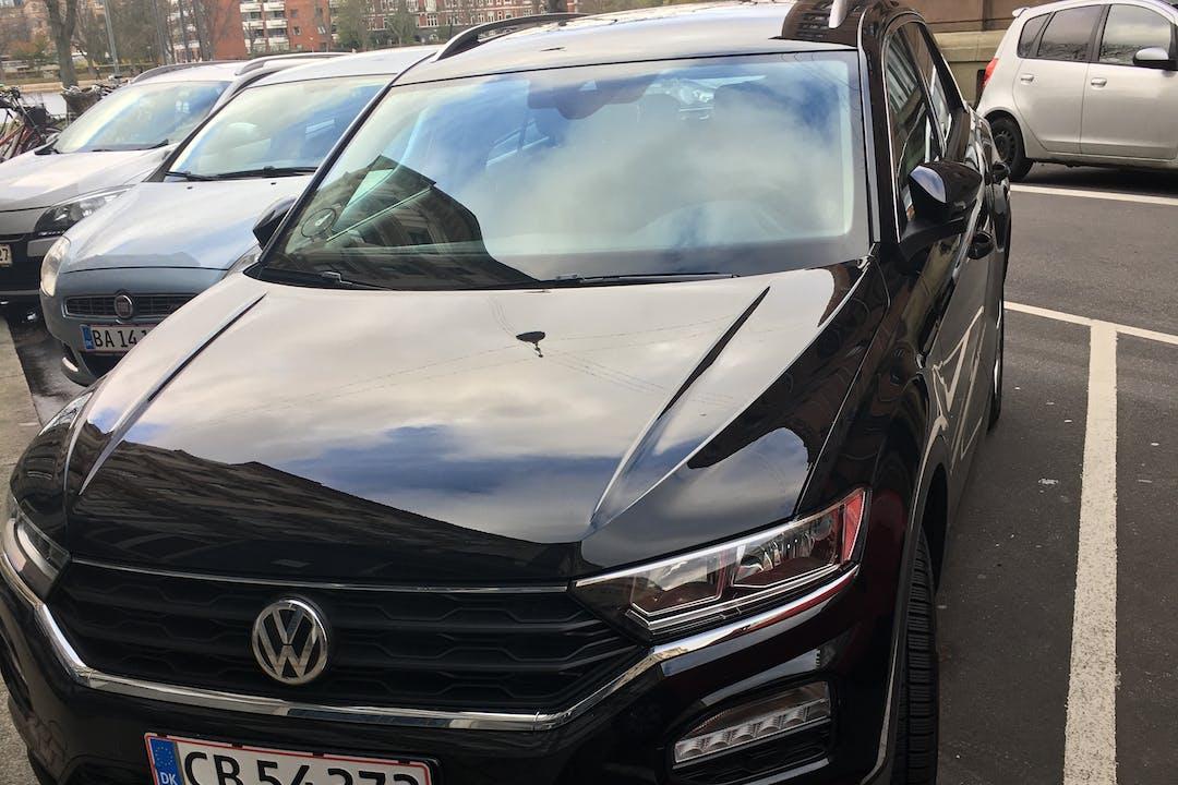 Billig billeje af Volkswagen T-Roc med GPS nær  København.