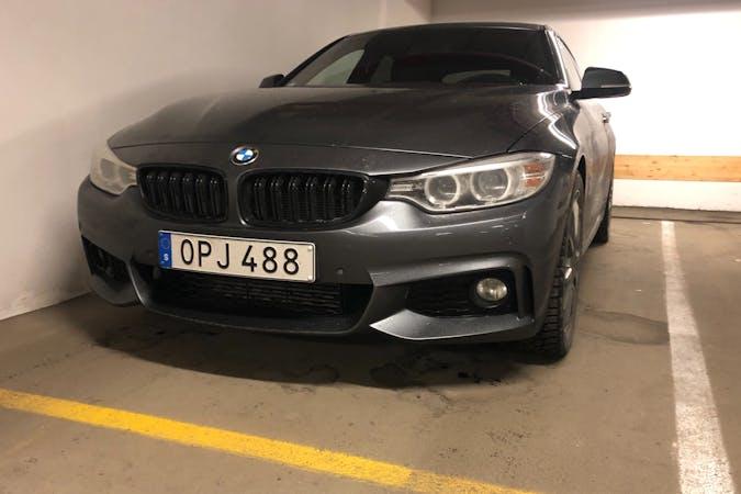 Billig biluthyrning av BMW 4 Series med GPS i närheten av  .