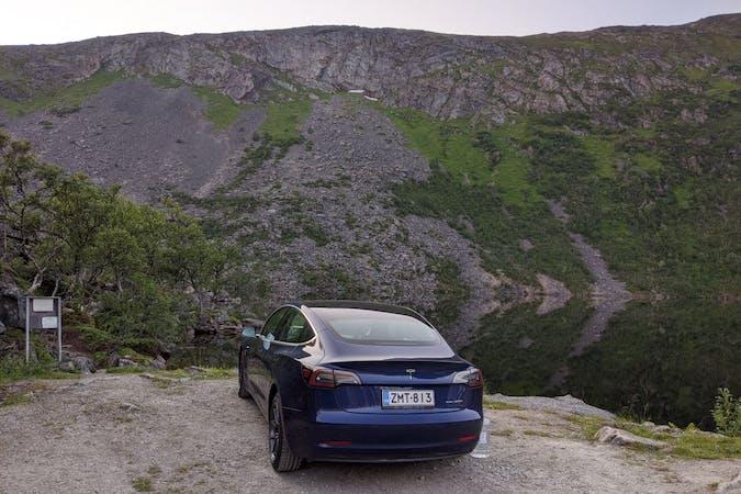 Tesla Model 3n halpa vuokraus GPSn kanssa lähellä 33840 Tampere.