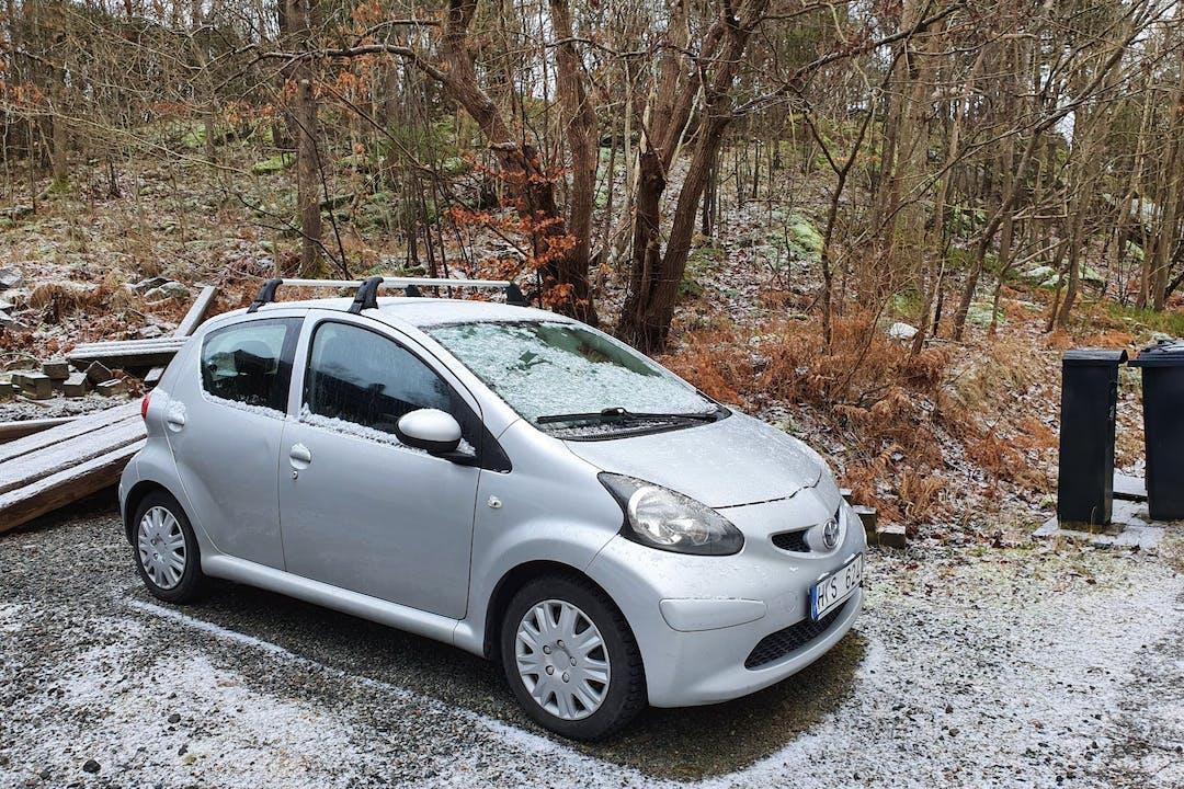 Billig biluthyrning av Toyota AYGO med Aircondition i närheten av  Mölndal Östra.
