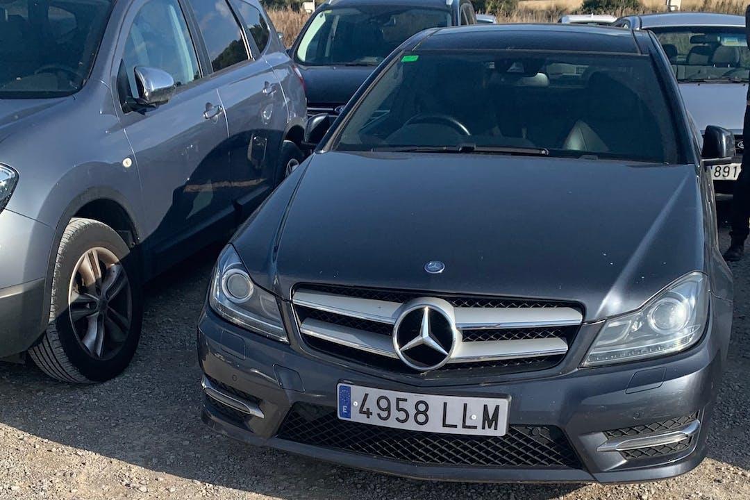 Alquiler barato de Mercedes C 220 (202) con equipamiento GPS cerca de 08880 Cubelles.