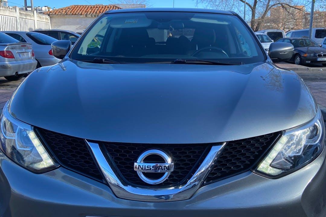 Alquiler barato de Nissan Qashqai con equipamiento GPS cerca de 28806 Alcalá de Henares.
