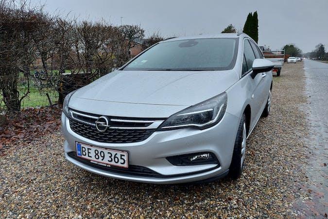 Billig billeje af Opel Astra ST med GPS nær 7500 Holstebro.