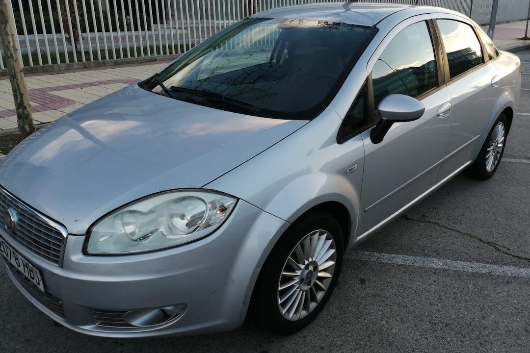 Alquiler barato de Fiat Linea con equipamiento Fijaciones Isofix cerca de 28108 Alcobendas.