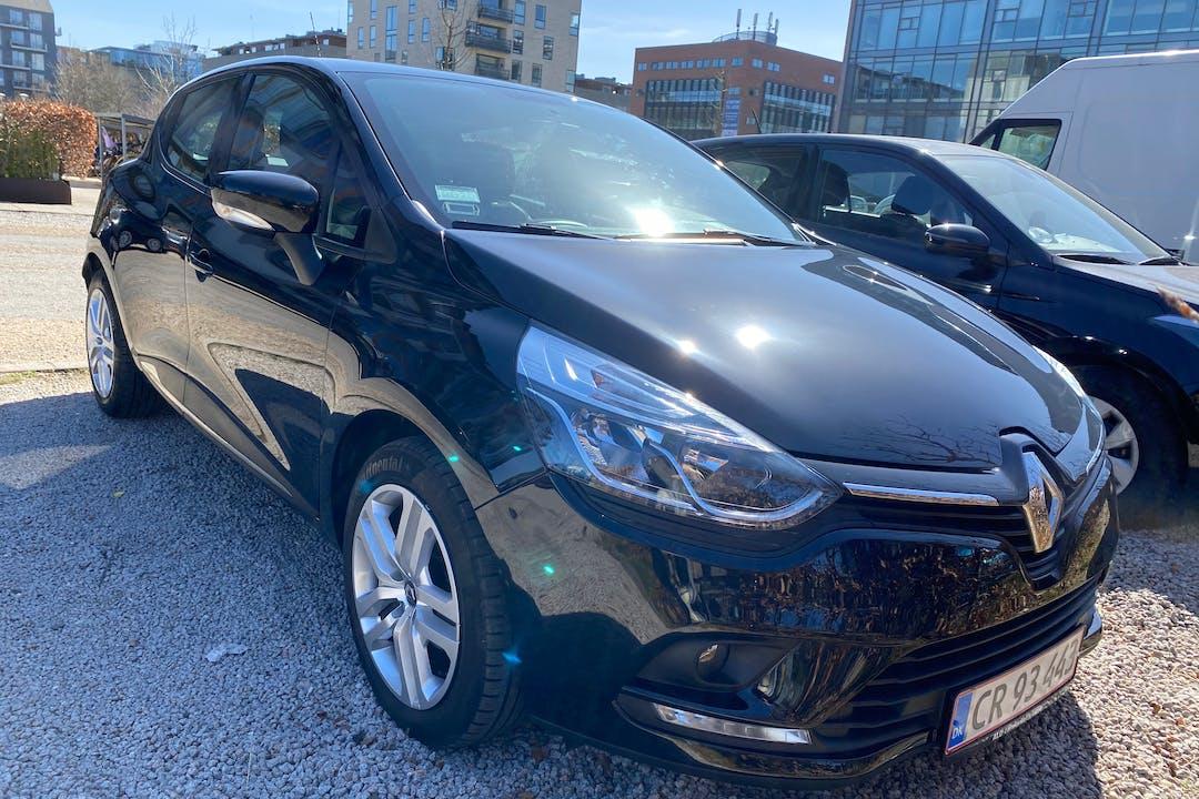 Billig billeje af Renault Clio HB med GPS nær 2450 København.