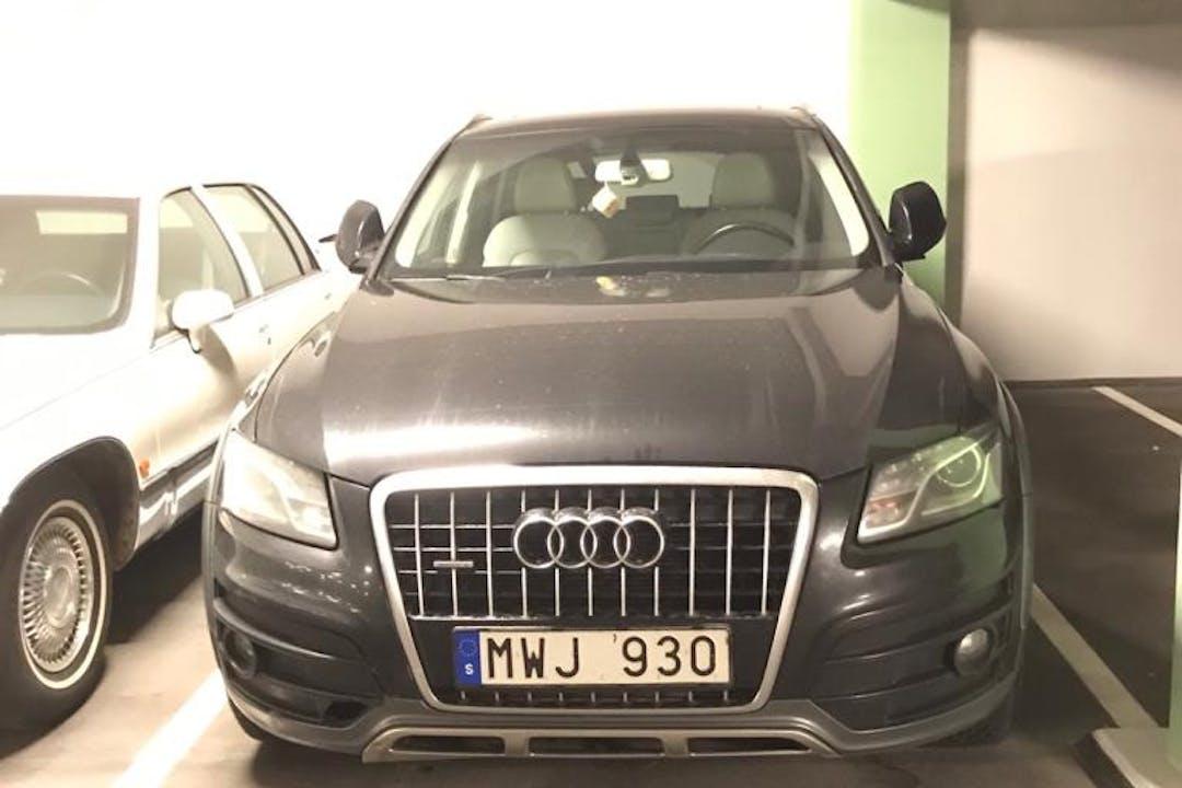 Billig biluthyrning av Audi Q5 med Isofix i närheten av 174 64 Ursvik.