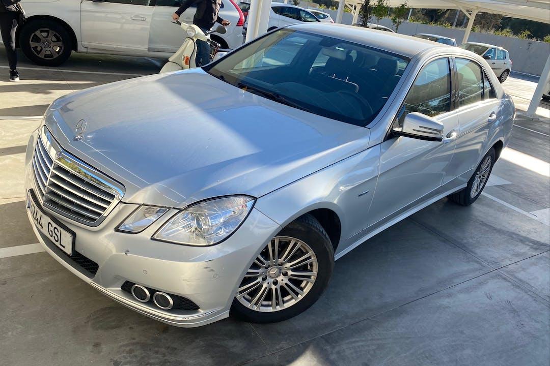 Alquiler barato de Mercedes E 220 (210) con equipamiento GPS cerca de 41007 Sevilla.