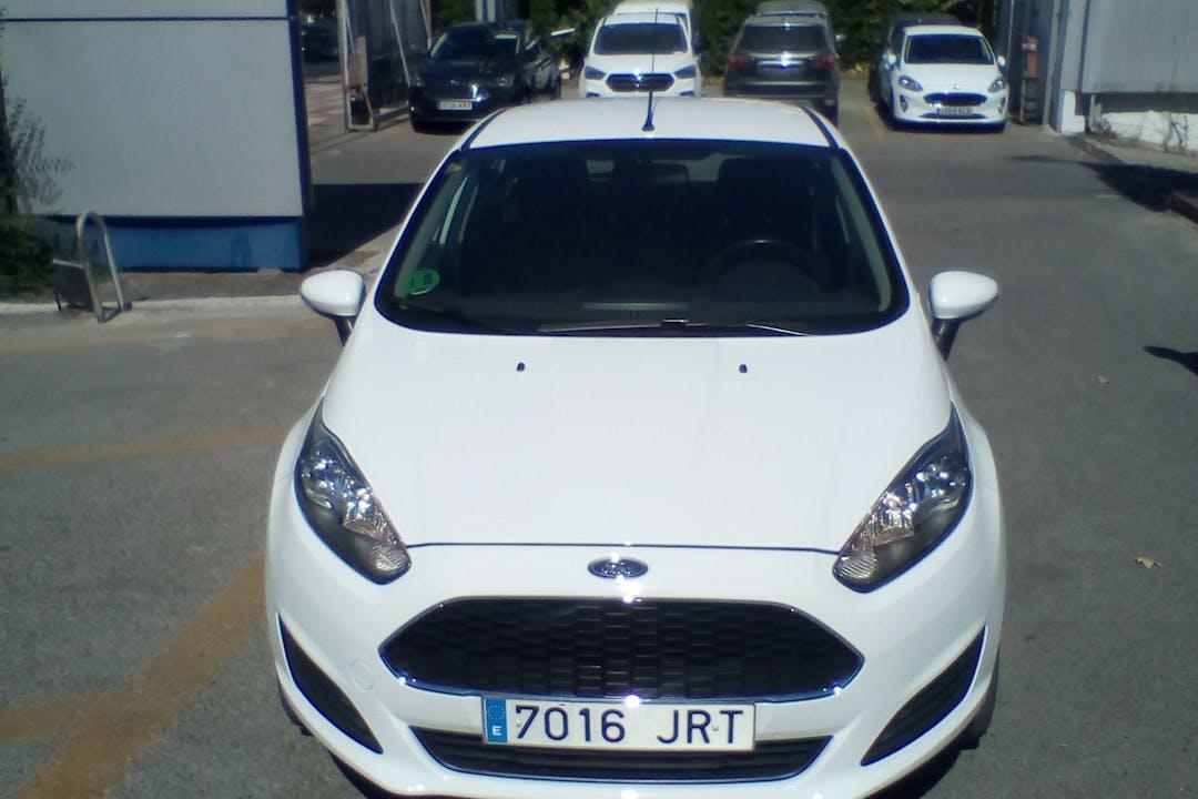Alquiler barato de Ford Fiesta cerca de 28850 Torrejón de Ardoz.