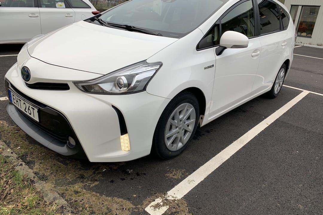 Billig biluthyrning av Toyota Prius med Bluetooth i närheten av  .