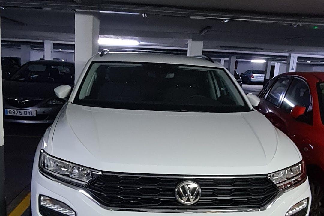 Alquiler barato de Volkswagen T-Roc con equipamiento GPS cerca de 28050 Madrid.