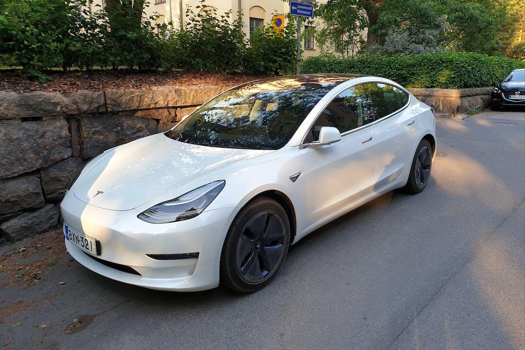 Tesla Model 3n lalpa vuokraus lähellä 21280 Turku.
