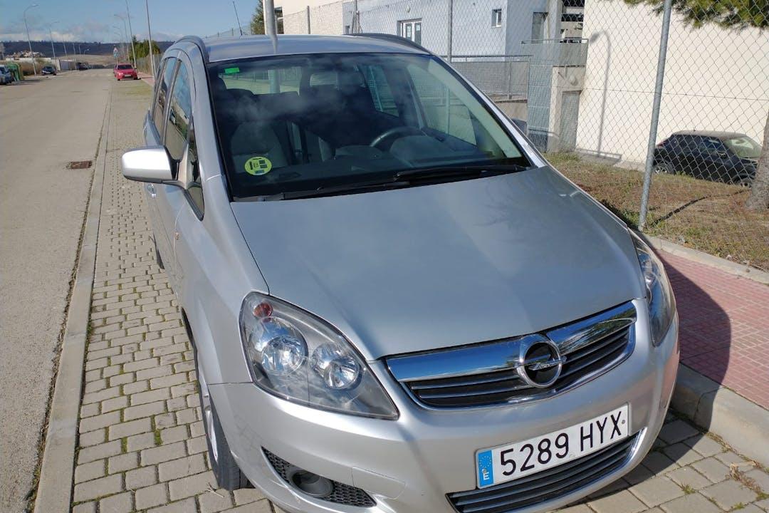 Alquiler barato de Opel Zafira con equipamiento GPS cerca de 28027 Madrid.
