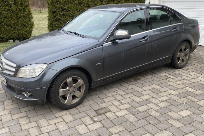 Billig biluthyrning av Mercedes C-Class med Isofix i närheten av 654 65 .