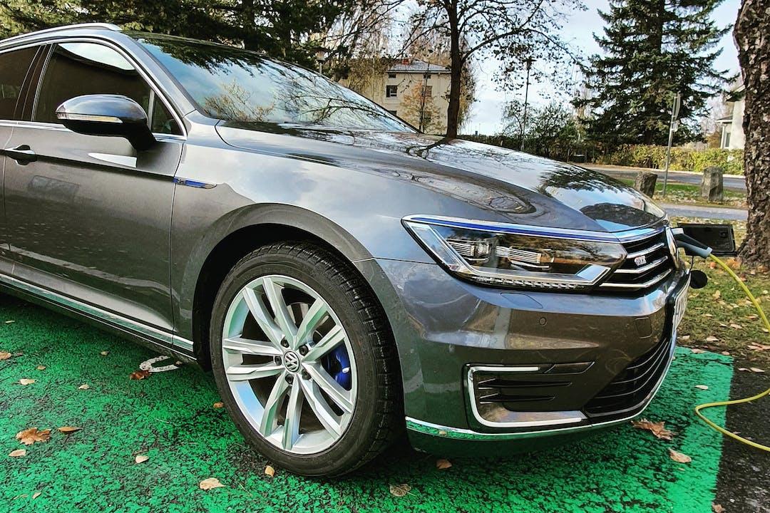 Volkswagen Passatn halpa vuokraus GPSn kanssa lähellä 39500 Ikaalinen.