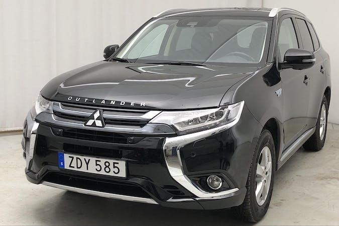 Billig biluthyrning av Mitsubishi Outlander med GPS i närheten av  Tullinge.